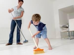 Niños involucrados en las tareas del hogar
